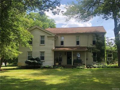 Oakland County Single Family Home For Sale: 5690 Cedar Island Road