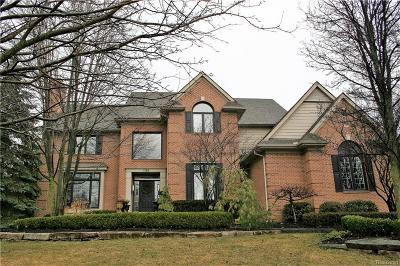 Rochester Hills Single Family Home For Sale: 1988 Blue Grass Court