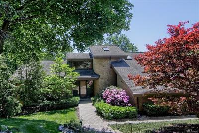 Bloomfield Twp Single Family Home For Sale: 3075 Chestnut Run Drive