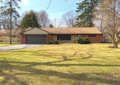 Bloomfield Twp Single Family Home For Sale: 237 Marlborough Drive
