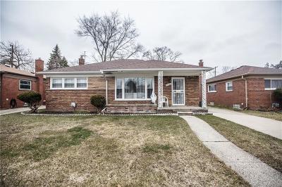 Oak Park Single Family Home For Sale: 13520 Dartmouth Street