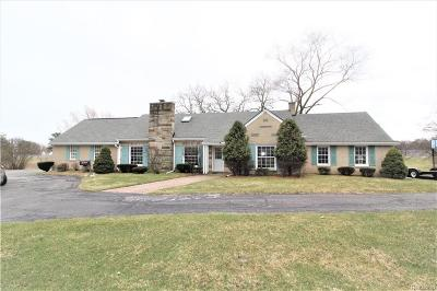 Livonia Single Family Home For Sale: 38445 8 Mile Road