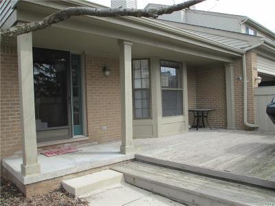 Farmington Hills Condo/Townhouse For Sale: 29436 Regents Pointe #64