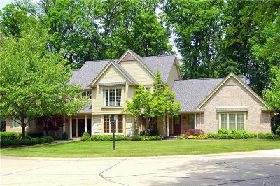 Bloomfield Twp Single Family Home For Sale: 1075 Autumn Lane