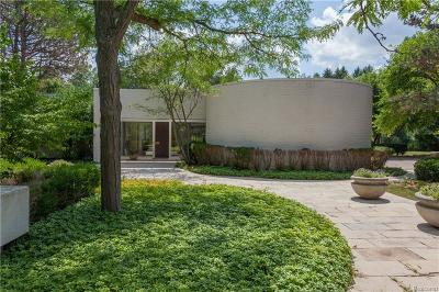 Bloomfield Twp Single Family Home For Sale: 5330 Woodlands Estates Drive S