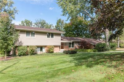 Bloomfield Twp Single Family Home For Sale: 1912 Bayou Drive