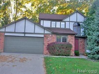 Rochester Hills Single Family Home For Sale: 2821 Steamboat Springs