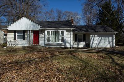 Oakland County Single Family Home For Sale: 21420 Wallace Drive