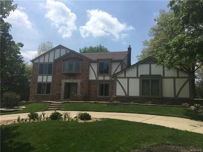Oakland County Single Family Home For Sale: 2786 Hunters Way