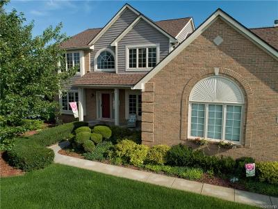 Oakland County Single Family Home For Sale: 274 Carnoustie
