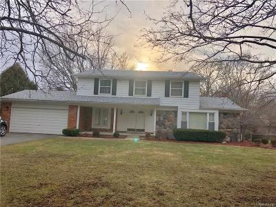Bloomfield Twp Single Family Home For Sale: 6876 Wing Lake Road