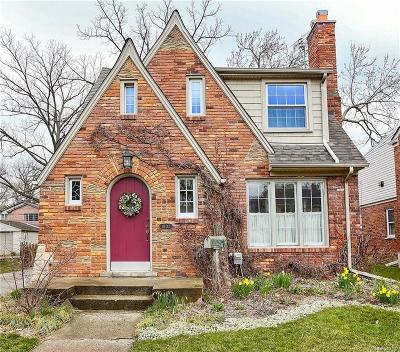 Royal Oak Single Family Home For Sale: 1802 Roseland Avenue