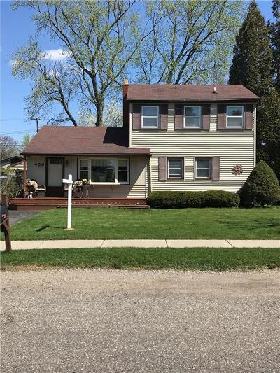 South Lyon MI Single Family Home For Sale: $249,900
