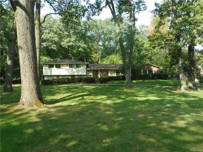 Bloomfield Twp Single Family Home For Sale: 4882 Malibu Drive
