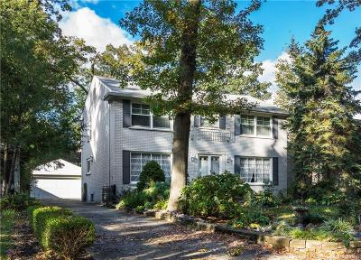 Pleasant Ridge Single Family Home For Sale: 4 Cambridge Boulevard
