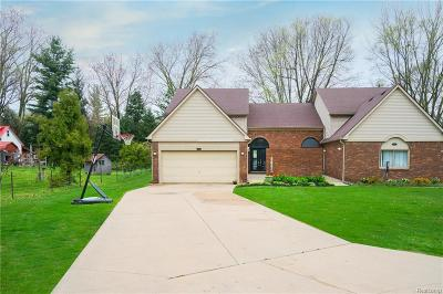 Shelby Twp Condo/Townhouse For Sale: 8495 22 Mile Road