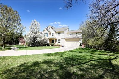 Walled Lake MI Single Family Home For Sale: $339,000