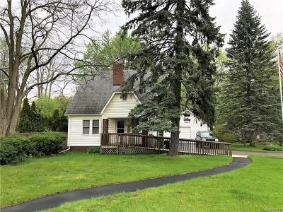 West Bloomfield, West Bloomfield Twp Single Family Home For Sale: 6956 Pontiac Trail