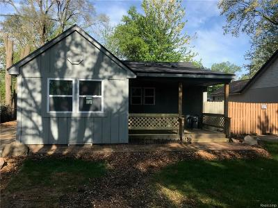 Farmington Hills Single Family Home For Sale: 22025 Springbrook Avenue