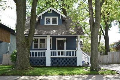 Royal Oak Single Family Home For Sale: 810 Stanley Court