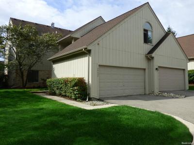 Farmington Hills Condo/Townhouse For Sale: 29438 Laurel Drive
