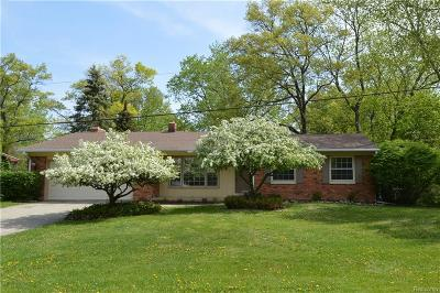 Lake Orion, Orion Twp, Orion Single Family Home For Sale: 210 Cayuga Road