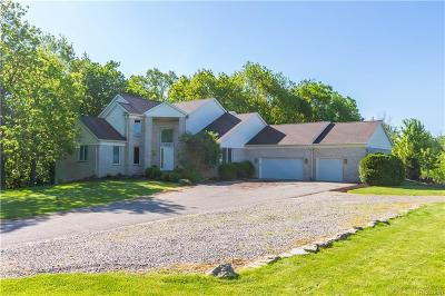 Oakland Twp Single Family Home For Sale: 1515 W Buell Road