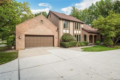 Dearborn Condo/Townhouse For Sale: 5121 Woodview Court