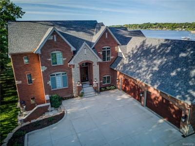 Orchard Lake Single Family Home For Sale: 4084 Commerce Road