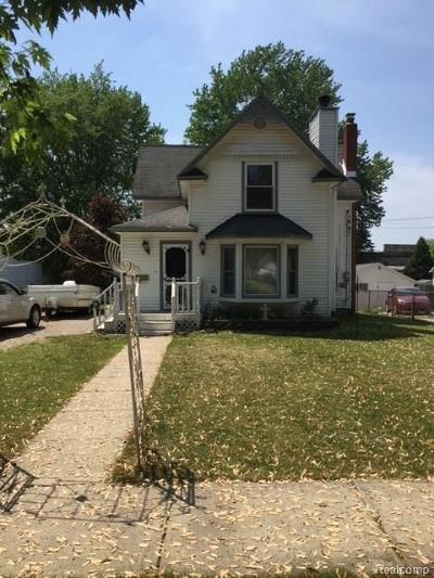 Holly Single Family Home For Sale: 121 Clarence Street