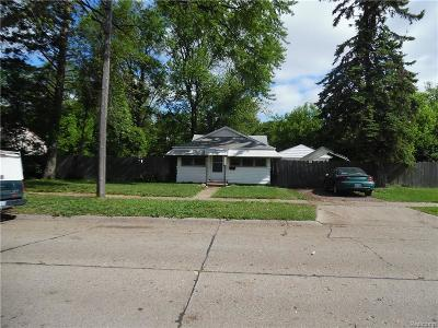 Hazel Park Single Family Home For Sale: 1777 E Madge Avenue