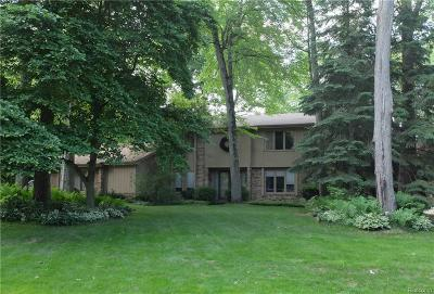 West Bloomfield Twp Single Family Home For Sale: 3692 Oakleaf Drive