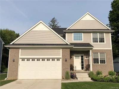 Northville Single Family Home For Sale: Robinwood Drive