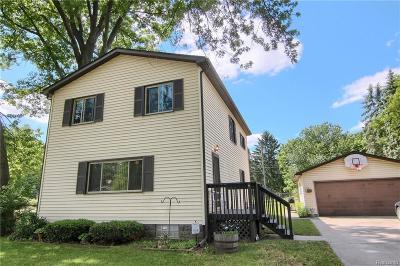 Wixom Single Family Home For Sale: 2951 Shewbird