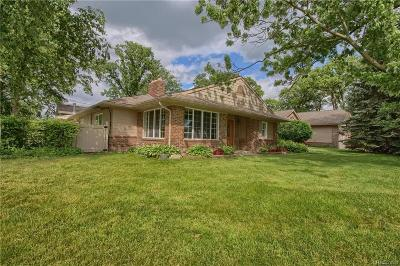 Allen Park, Lincoln Park, Southgate, Wyandotte, Taylor, Riverview, Brownstown Twp, Trenton, Woodhaven, Rockwood, Flat Rock, Grosse Ile Twp, Dearborn, Gibraltar Single Family Home For Sale: 30575 Triangle Drive