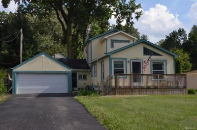 Livonia, Redford Twp, Farmington Hills, Farmington, Southfield Single Family Home For Sale: 33989 Orangelawn Street