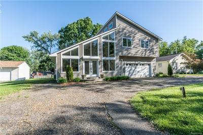 Walled Lake Single Family Home For Sale: 149 Welfare Boulevard