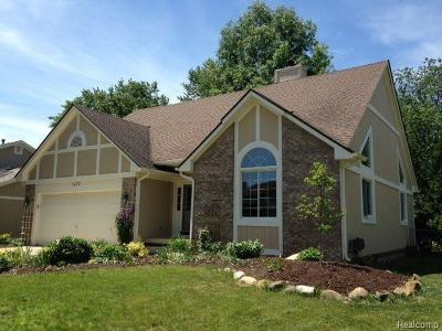 Wixom Single Family Home For Sale: 1677 Weyhill Drive