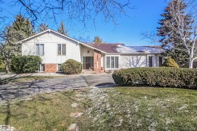 West Bloomfield, West Bloomfield Twp Single Family Home For Sale: 2130 Coach Way Court