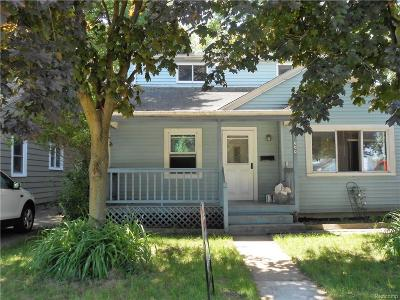 Madison Heights Single Family Home For Sale: 600 E Lincoln Avenue E
