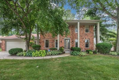 Farmington Hills Single Family Home For Sale: 35454 Old Homestead Drive