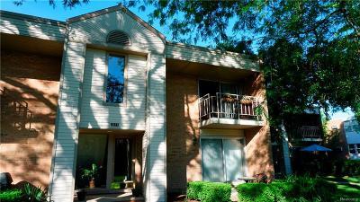 Keego Harbor, Sylvan Lake Condo/Townhouse For Sale: 1671 Cass Lake Road