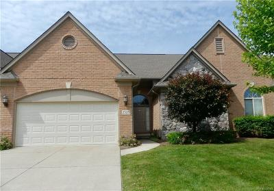 Shelby Twp Condo/Townhouse For Sale: 2525 Kentwood Drive