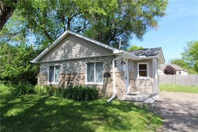Wayne County, Oakland County Single Family Home For Sale: 3066 Hill Road