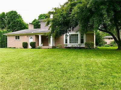 Rochester Hills Single Family Home For Sale: 898 Lynndale Drive