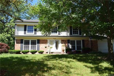 Bloomfield Twp Single Family Home For Sale: 1938 Fox River Drive