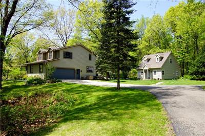 Clarkston, Independence Twp, Springfield Twp, Village Of Clarkston  Single Family Home For Sale: 8862 Autumnglo Drive