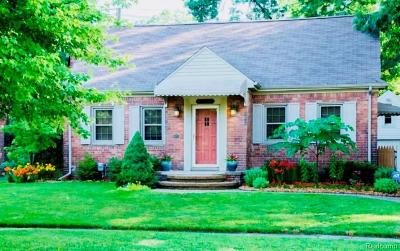 Pleasant Ridge Single Family Home For Sale: 9 Woodward Heights Boulevard
