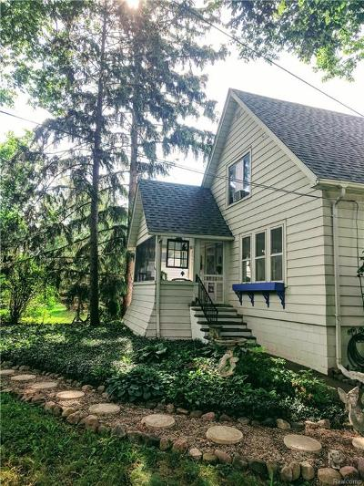 Rochester Single Family Home For Sale: 2369 Auburn Road