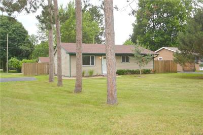 Rochester Hills Single Family Home For Sale: 3500 S Emmons Avenue
